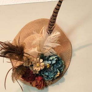 Derby hat. With embellishments. 🏇🏆🌹